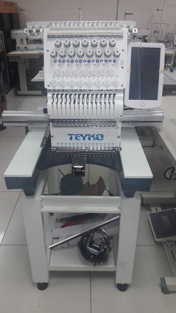 Máquina Bordadora marca Teyko modelo Tk-1501 de 15 hilos .
